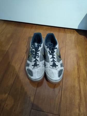 Photo Indoor Soccer Shoes - $20 (Utica)