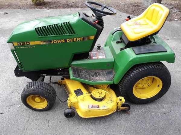 Photo John Deere 320 lawn mower garden tractor $1500 - $1,500 (Clinton)