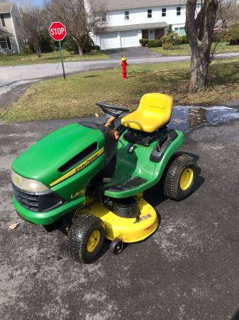 Photo John Deere Riding Lawn Mower For Sale (New Hartford)