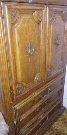 Photo Males Armoire dresser - $85 (Utica)