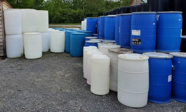 Photo Metal  Plastic Barrels 15 30 45 55 62 275 gallon - $15 (3422 Rt13 Pulaski)