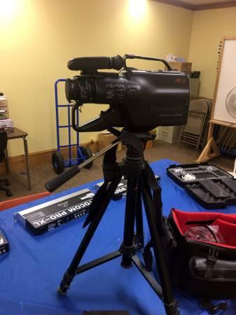 Photo Panasonic Vintage Black OmniMovie VHS HQ W Camcorders AF X6 CCD - $50 (Camden)
