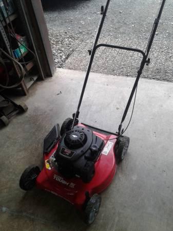 Photo Push mower hyper tough 20 inch cut 300 series 4.5 horse Briggs and Str - $100 (Camden)