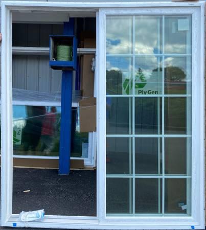 Photo SLIDING PATIO DOOR - $499 (LOU39S BARGAIN BARN)