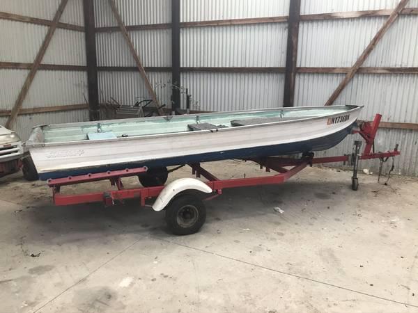 Photo Starcraft 14 ft boat, 8hp Johnson - $1,500 (Camden)