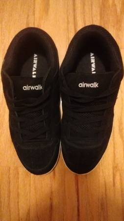Photo VINTAGE AIR WALK SKATE  SKATEBOARDING SHOES New without tags or box. - $50 (Clinton)