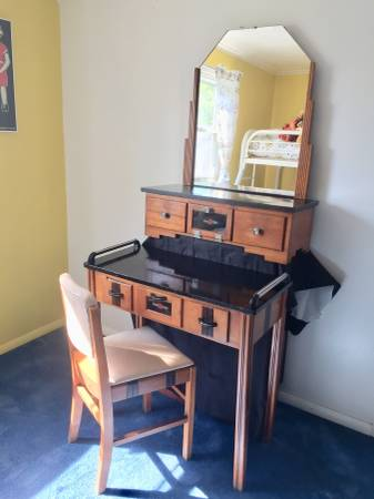 Photo Vintage 193039s BeautyBarber Vanity and Manicure Table - $380 (Utica) - $380 (Utica)