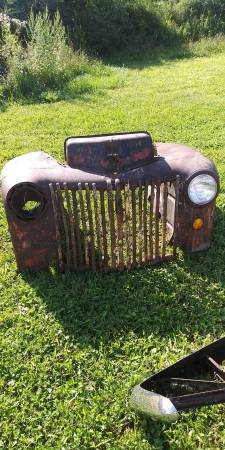 Photo Vintage 1947 Ford truck grill. - $275 (Mohawk)