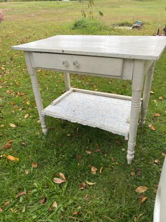 Photo Vintage kitchen tabledesk w drawer - $55 (Lee Center)