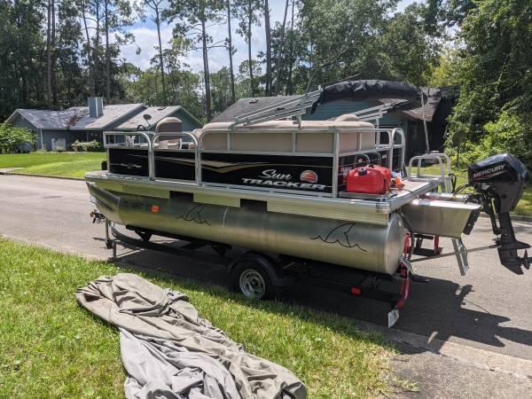 Photo 1639 Suntracker Bass Buggy pontoon - $19,000 (GAINESVILLE)