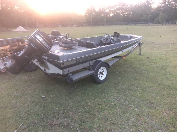 Photo 1987 challenger bass boat - $700 (Valdosta)