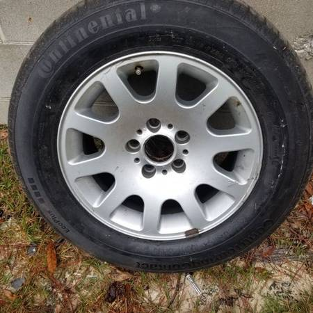 Photo 740il BMW Wheel 18 Inch With Continental Tire - $99 (VALD)