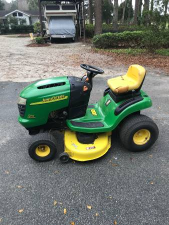 Photo John Deere L110 lawn mower - $550