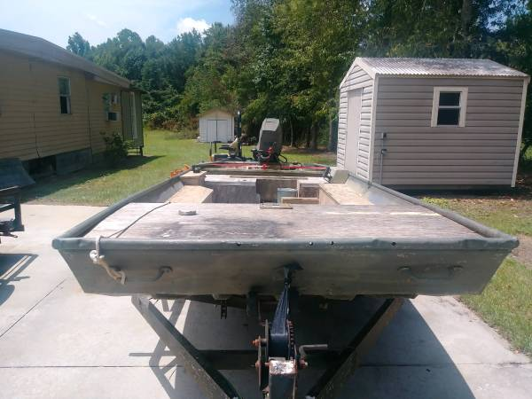 Photo Lowe 16 ft aluminum boat - $2,500 (Valdosta)