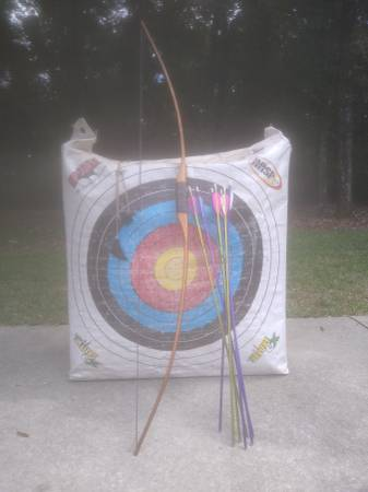Photo Recurve bow for sale with accessories - $100 (Hahira)