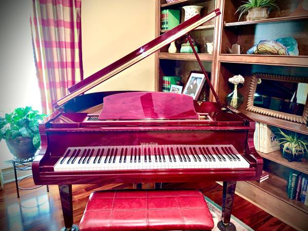 Photo WURLITZER BABY GRAND PIANO - $3,800 (Tifton)