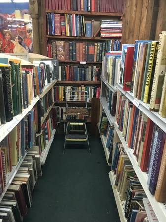 Photo 10,000 Used books for sale - $2,500 (Barstow, Ca.)