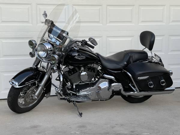 Photo 2004 Road King Classic - $9,900 (Oak View)