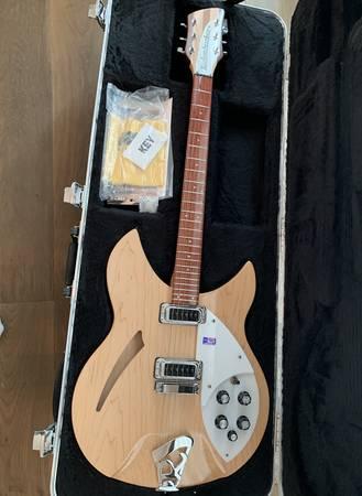 Photo 2007 Rickenbacker 330 Natural Guitar Mint - $1800 (Thousand Oaks)