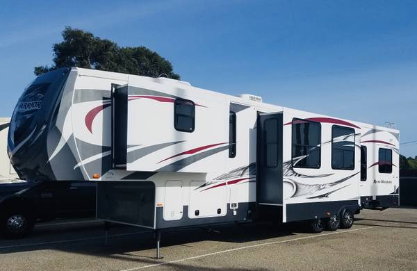 Photo 2013 Heartland Road Warrior Toy Hauler Fifth Wheel Series M-400RW - $42,000