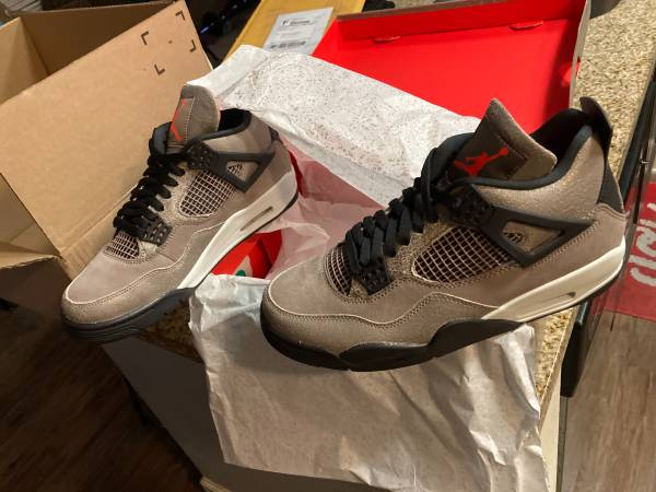 Photo Air Jordan Taupe Haze (Size 9.5) - $300 (camarillo)