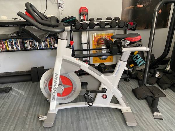 Photo BRAND NEW SCHWINN CARBON BLUE Spin Bike Indoor Cycling Exercise Bike - $1,700 (Thousand Oaks)