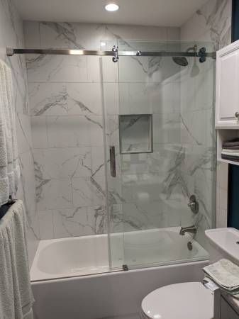 Photo Barn style sliding glass bathtub door - $800 (Camarillo)
