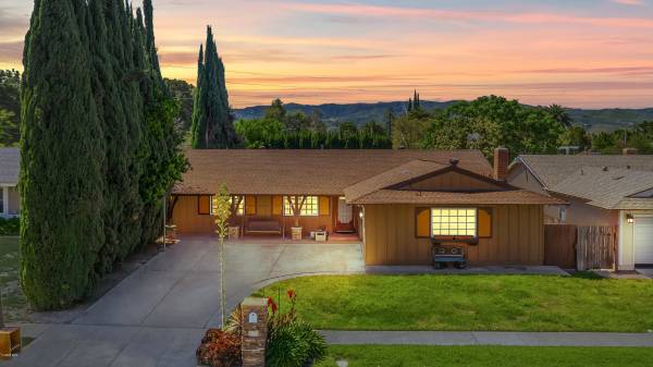Photo Beautiful Home For Sale 3068 Hilldale Avenue, Simi Valley (Simi Valley)