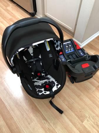 Photo Britax B-Safe Ultra Infant Car Seat and Base. - $160 (N Oxnard)