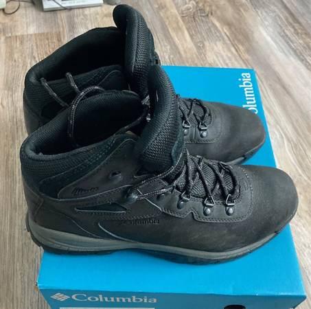 Photo Columbia 10.5W Mid Waterproof Boots - $50 (Camarillo)