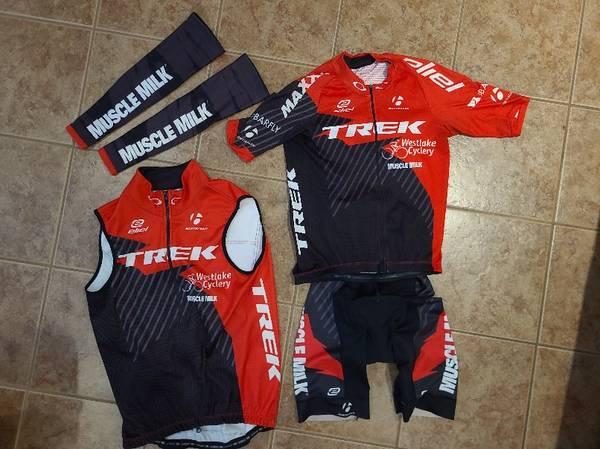 Photo Cycling Kits (Mountain Bike  Road) Assorted Bike Jerseys, Bibs, etc. - $20 (Thousand Oaks)