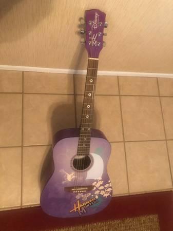 Photo Disney by Washburn Hannah Montana Acoustic Guitar - $79 (Moorpark)