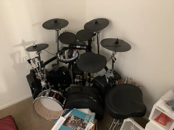 Photo Electronic Roland Drum Set - $550 (Camarillo)