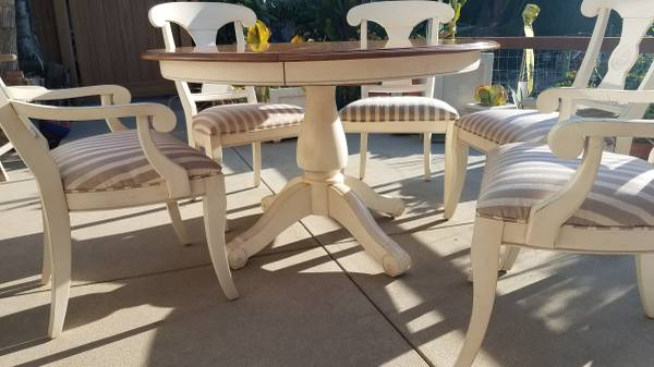 Photo Ethan Allen Table and Chairs - $550 (Thousand Oaks)