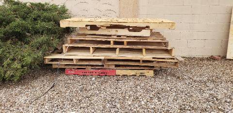 Photo FREE WOOD PALLETS (THOUSAND OAKS)