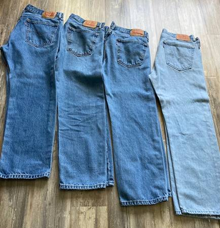 Photo Four pairs of Levi 505 Mens Jeans 3630 - $80 (Camarillo)