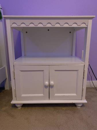 Photo Girls39 Full white bed, night stand, and book shelf set great condition - $299 (Newbury Park)