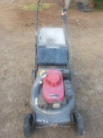 Photo Honda commercial lawn mower - $400 (Camarillo)