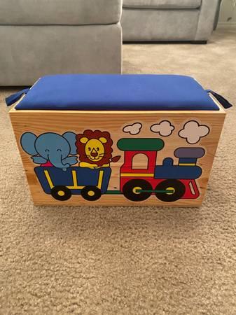 Photo Kids Animal Train Wooden Toy Box - $25 (Ventura)