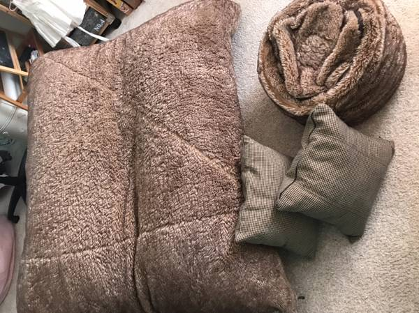 Photo LOVESAC Pillowsac w accessories - $350