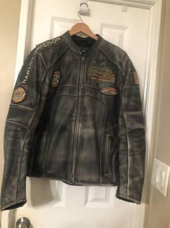 Photo Mens Harley Davidson leather padded jacket med - $230 (Camarillo)