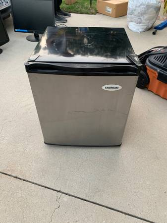 Photo Mini fridge - $75 (Oak Park)