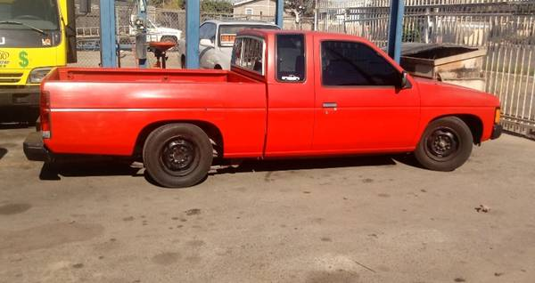 Photo Nissan Hardbody truck D21 - $4,600 (Oxnard)