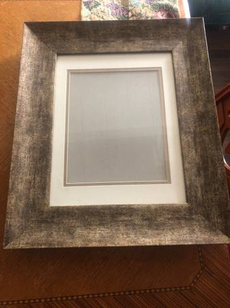 Photo Pair of beautiful picture frames with glass front $20 for the pair - $20 (Oxnard)