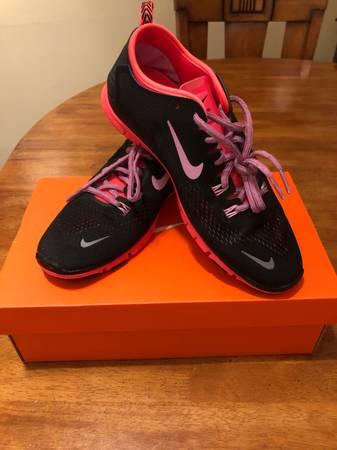 Photo RARE womens Nike Free 5.0 TR FIT size 8.5 - $75 (Thousand Oaks)
