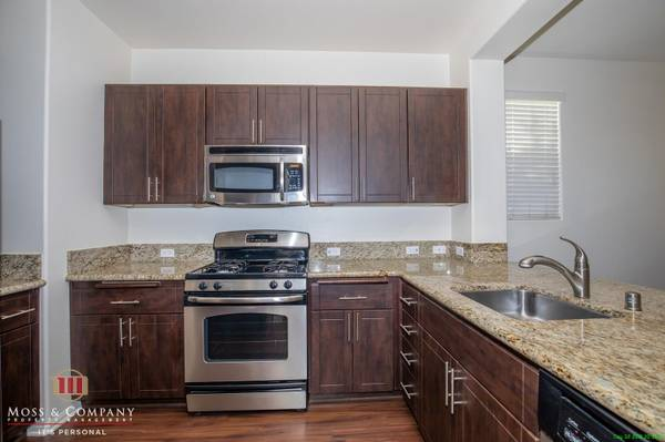 Photo Riverpark  Oxnard 3 Bed, Attached Garage, SS Appliances, 4 Years New (Oxnard  Riverpark)