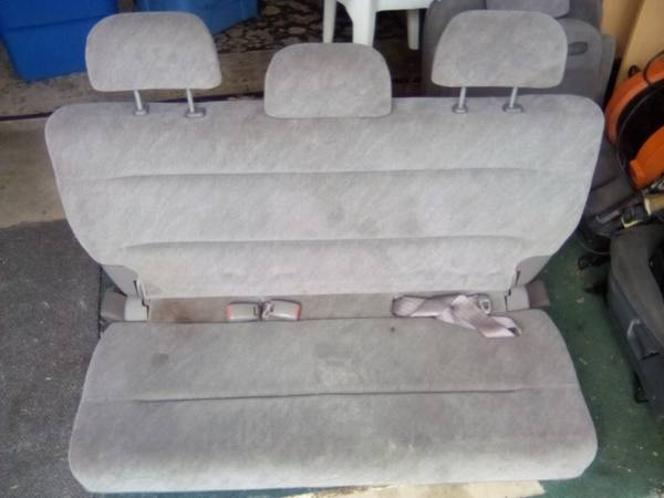 Photo Silver-Grey 2001-2004 Honda Odyssey Seats w No Rips, Mid n Rear, Cloth - $185 (Ventura  Govt. Center)