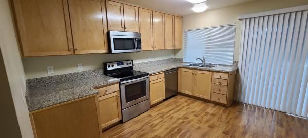 Photo Simi Valley 2 Bedroom 998 sq ft Condo (Simi valley)