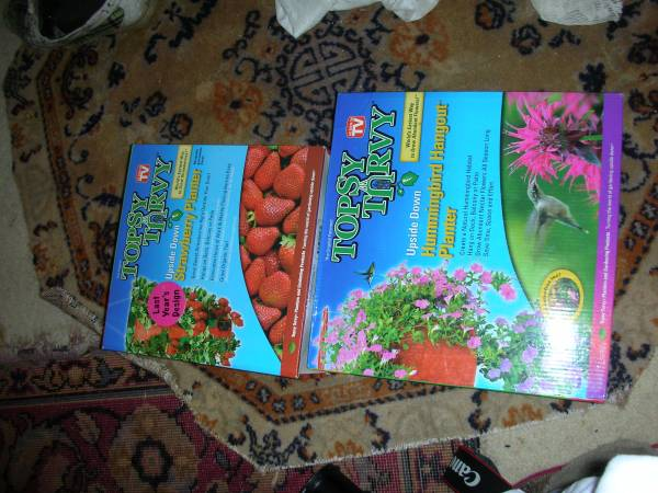 Photo TOPSY TURVY HANGING FLOWER PLANTERS 2009 unopened - $3 (Camarillo)