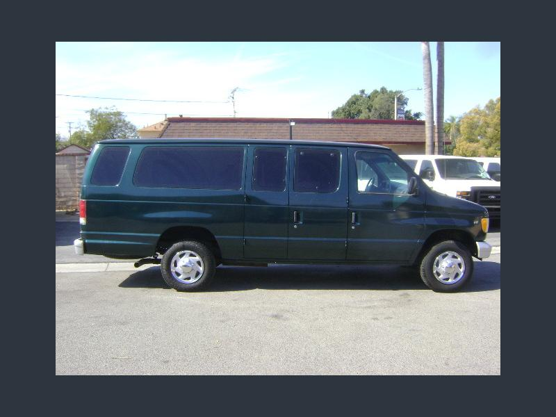 Photo Used 1999 Ford E-350 and Econoline 350 Club Wagon Extended Super Duty for sale